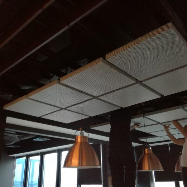 Akustický panel pod strop